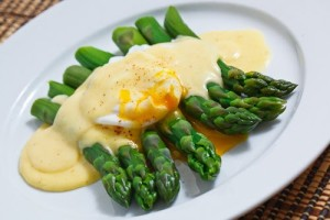 Asparagus with a Poached Egg and Hollandaise Sauce 1 500
